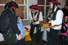 pirates-walk-in